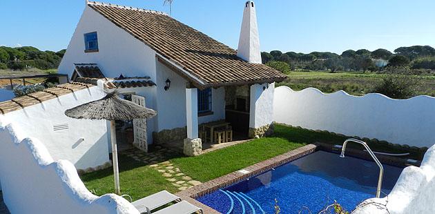 Casa blanca roche cortijo rural en conil dehesa de roche for Alquiler de casa con piscina para verano en sevilla